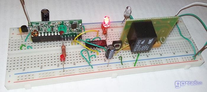 Собранное на макетке радиоуправляемое реле