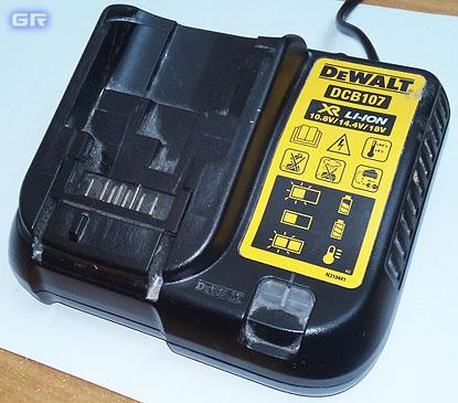 Зарядное устройство DeWALT DCB-107
