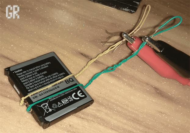Подключение аккумулятора смартфона к зарядному устройству