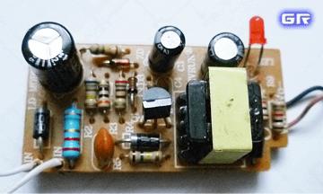 Печатная плата простейшего зарядника сотового телефона