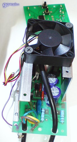 Вентилятор принудительного охлаждения на плате зарядного устройства